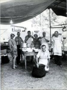 Fine anni '60, Festa dell'Unità a Favaro Veneto: le cucine. (da www.abcveneto.com)
